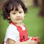 Bé Phương Linh tóc xù dễ thương
